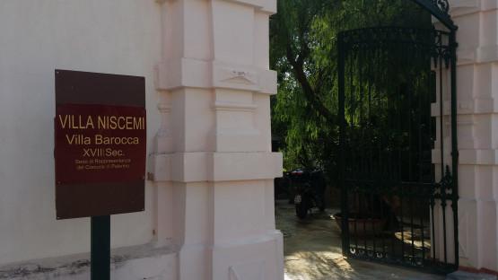 L'ingresso della magnifica sede di rappresentanza del Comune di Palermo